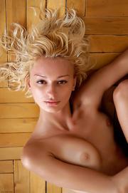 bodacious blondie zara undresses