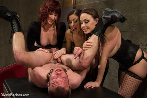Three horny babes enjoys pounding up han - XXX Dessert - Picture 7