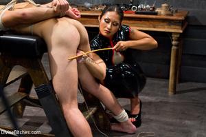 Hot man enjoys foot worship dick been tr - XXX Dessert - Picture 3