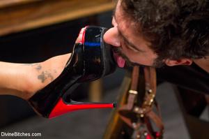 Hot man enjoys foot worship dick been tr - XXX Dessert - Picture 5