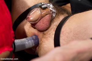 Hot man enjoys foot worship dick been tr - XXX Dessert - Picture 6