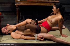Hot man enjoys foot worship dick been tr - XXX Dessert - Picture 9