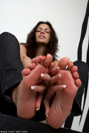 alluring foot curves with