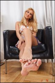 slutty blonde shows her