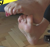 Sexy hot blonde rubbing wide meaty soles and wriggling suckable toes