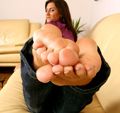 Plumpy soles and luscious toes seducing you off your feet
