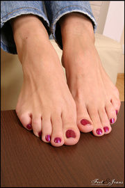 luscious toes awaiting for