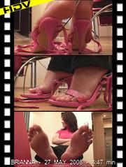 displays suckling luring feet