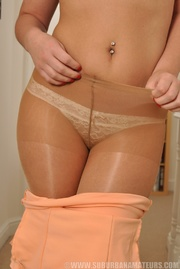 plump brunette slut pantyhose