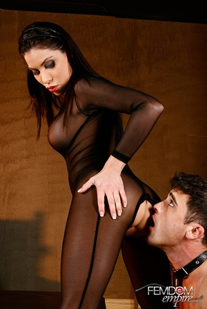 Cute hot lady in net opens pussy wide fo - XXX Dessert - Picture 4