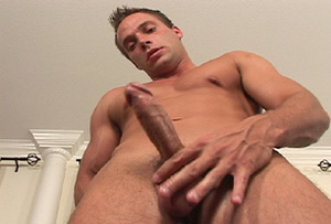 Muscular men jerking off while waiting i - XXX Dessert - Picture 3