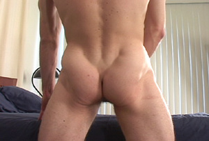 Muscular men jerking off while waiting i - XXX Dessert - Picture 16