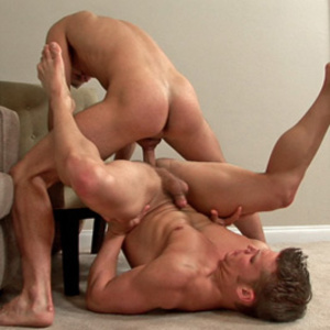 This beefy man hold the face of a fellow - XXX Dessert - Picture 3
