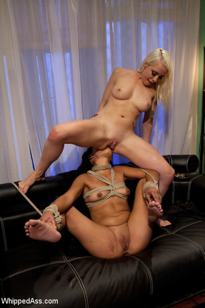 Queen blonde ties up girl and uses her f - Picture 15