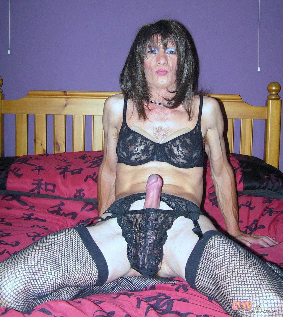 Interacial lesbian pussy eating