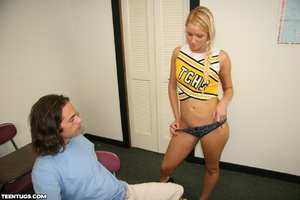 Blonde cheer leader uses her hands to je - XXX Dessert - Picture 3