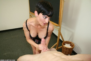 Experienced dick jerker shows off her di - XXX Dessert - Picture 9