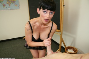 Experienced dick jerker shows off her di - XXX Dessert - Picture 10