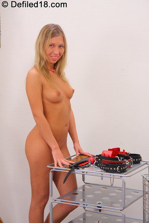 Blonde young girl Andi gets her hands an - XXX Dessert - Picture 3