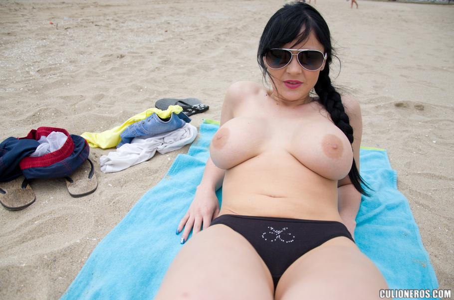 lamiendo anal titty
