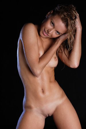 Cold beauty from Norway posing naked in  - XXX Dessert - Picture 5