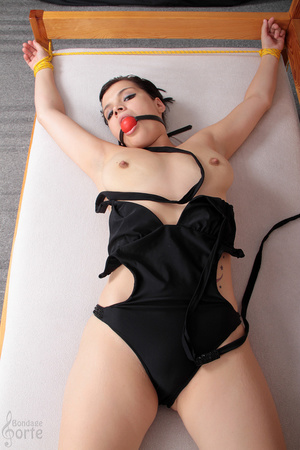 Alluring brunette beauty is tied up on t - XXX Dessert - Picture 10