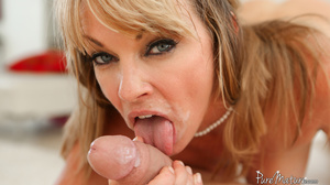 Luscious sexy slut enjoying her mouth wa - XXX Dessert - Picture 9
