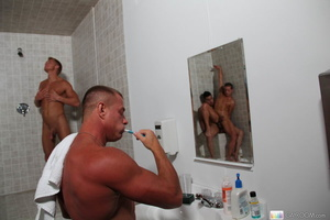 Two horny guys in bath take time to suck - Picture 13