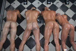 Four hot guys in the bath have wet soapy - XXX Dessert - Picture 6