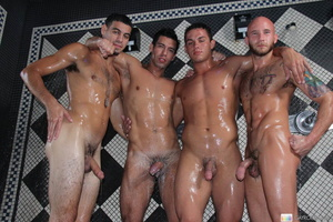 Four hot guys in the bath have wet soapy - XXX Dessert - Picture 7