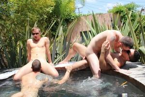 Four cute guys in outdoor bath get down  - XXX Dessert - Picture 11