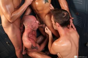 Hardcore locker room gay action as five  - XXX Dessert - Picture 9