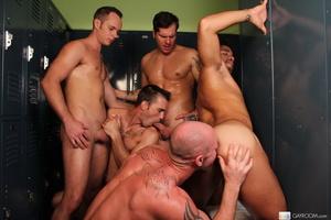 Hardcore locker room gay action as five  - XXX Dessert - Picture 11