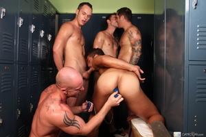 Hardcore locker room gay action as five  - XXX Dessert - Picture 12