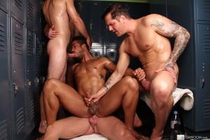 Hardcore locker room gay action as five  - XXX Dessert - Picture 13