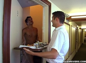 Cute gay boy entices room service guy to - XXX Dessert - Picture 3
