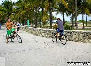 Bike rider meets stranger and takes him  - XXX Dessert - Picture 1