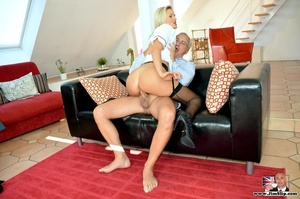 Tall blonde with hot figure strips to su - XXX Dessert - Picture 8