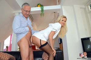 Tall blonde with hot figure strips to su - XXX Dessert - Picture 10