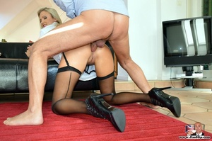 Tall blonde with hot figure strips to su - XXX Dessert - Picture 14