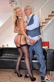 hot blonde raises booty