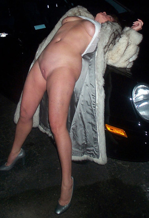 naked mature whore with big juggs in a fur coat banged on