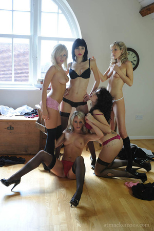 The slutty coeds do noy hesitate to stri - XXX Dessert - Picture 10
