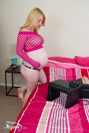 Horny tegan is so hot and pink in her fi - XXX Dessert - Picture 3