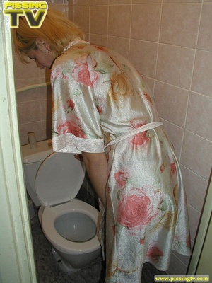 A slutty blonde bitch demonstrates how enjoyable  taking a piss in the toilet can be - XXXonXXX - Pic 3