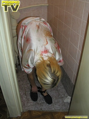 A slutty blonde bitch demonstrates how enjoyable  taking a piss in the toilet can be - XXXonXXX - Pic 5