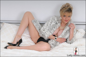 Lovely blonde slut in fur and sexy linge - XXX Dessert - Picture 3