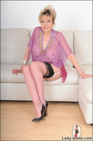 Hot blonde mama tempts to the extreme wi - XXX Dessert - Picture 1