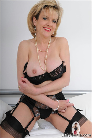 Lusty alluring mature beauty hotly seduc - XXX Dessert - Picture 4