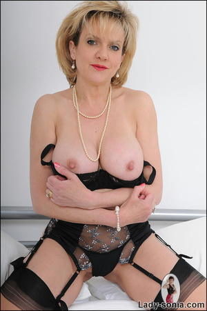Lusty alluring mature beauty hotly seduc - XXX Dessert - Picture 6
